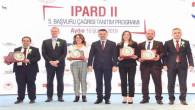 Genç girişimci Özer, Tarım Bakanı Pakdemirli tarafından plaketle ödüllendirildi