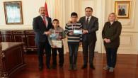 Vali Çakır başarılı öğrencileri ödüllendirdi