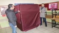 Oy kabinleri ve sandıklar kuruldu