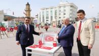 81 İl'de farklı materyaller ile yapılan Türk bayrağı tabloları sergilendi