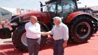 Tarım fuarında sergilenen milyonluk traktörler göz doldurdu