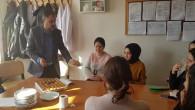 Şerefli'den köy okullarındaki meslektaşlarına tatlı ikramı