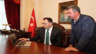 """Vali Çakır, AA'nın """"Yılın Fotoğrafları"""" oylamasına katıldı"""