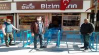 Yozgat'ta fırın önlerine 'sosyal mesafe' bariyeri yerleştirildi