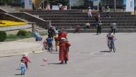 Çocuklar 40 gün aranın ardından sokakta oynamanın tadını çıkardı