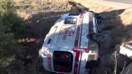 Ambulans şarampole devrildi: 3 yaralı