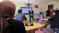 Vali Polat, öğrencilere ders anlattı, nasihat etti