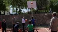 Vali Polat, çocuklarla oyun oynadı