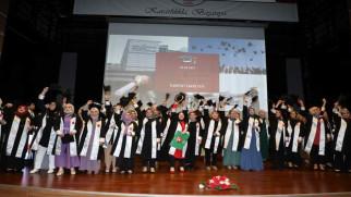 Bilal Şahin İlahiyat Fakültesinde mezuniyet sevinci